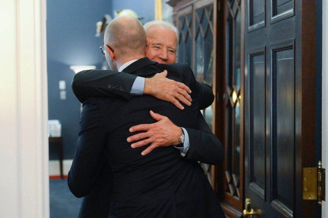 На фото: віце-президент США Джозеф Байден і екс-прем'єр України Арсеній Яценюк