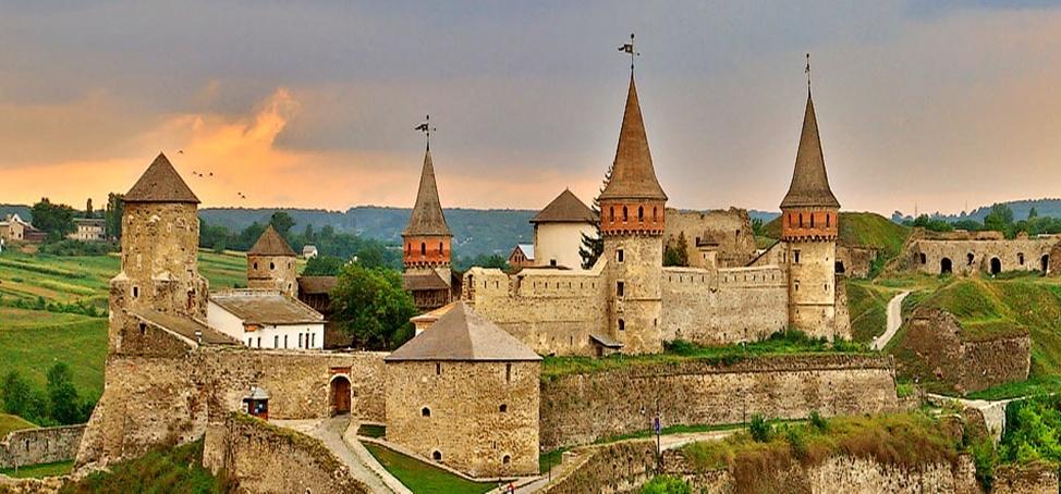Фортеця у місті Кам'янець-Подільський Хмельницької області.