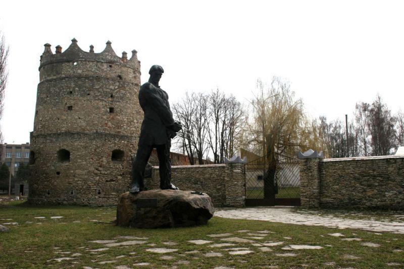Замок у селищі міського типу Летичеві на сході Хмельницької області України.