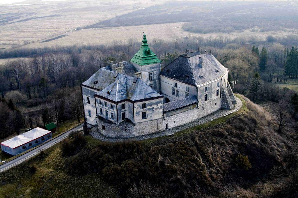 Пам'ятка архітектури та історії XIII–XVIII століть, розташований у смт Олесько Львівської області.