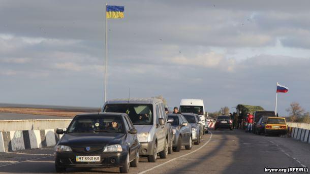 Награнице сКрымом украинцы при помощи флага поддели оккупантов: появилось фото
