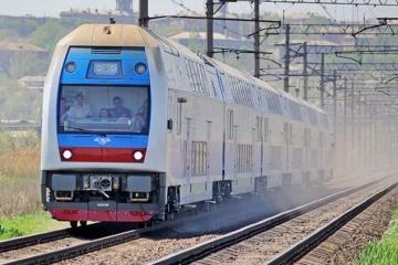 Двоповерховий електропоїзд здійснив перший рейс Харків - Київ