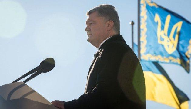 За два года армия получила более 12 тысяч образцов новейшего вооружения - Порошенко