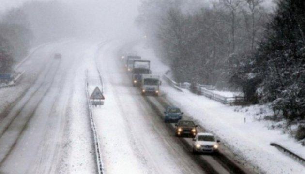Водителей призвали пересесть на публичный транспорт из-за снегопада вКиеве