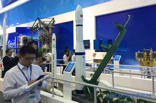 Україна представляє власну продукцію на Міжнародному авіакосмічному салоні - фото 4