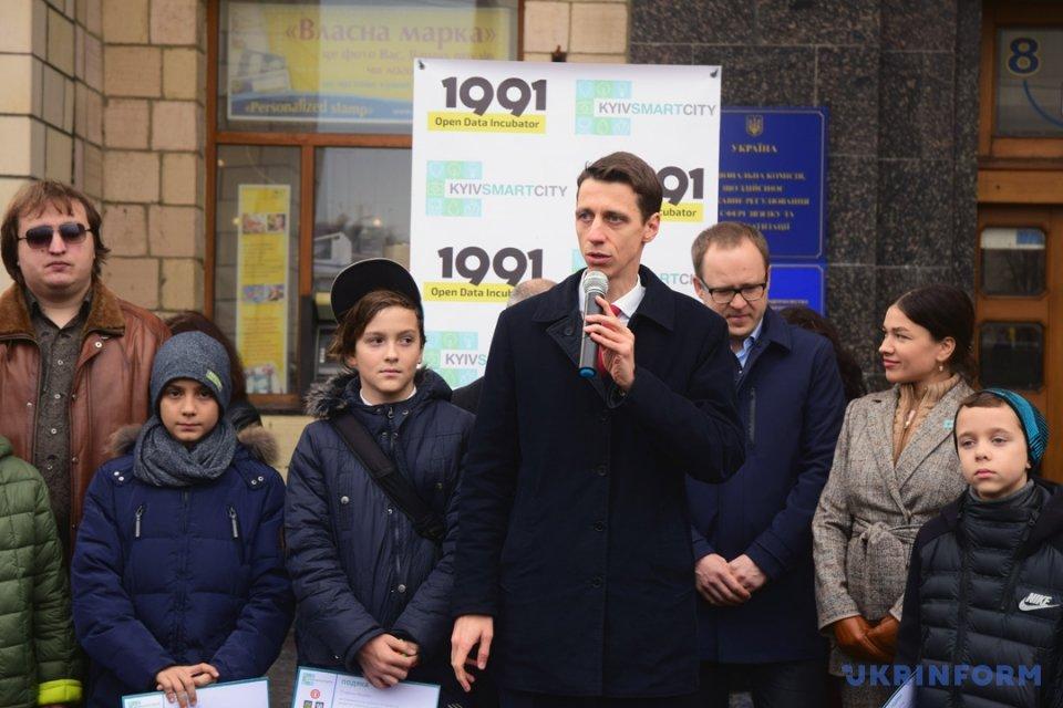 У підземному переході на Майдані встановили маячки для незрячих