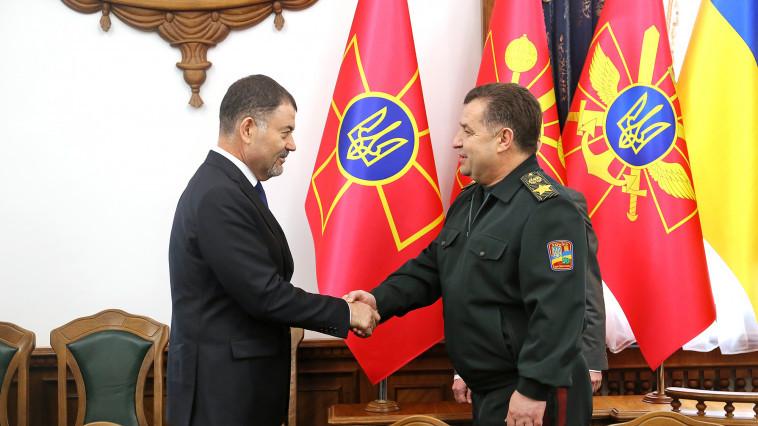 На фото: міністри оборони Молдови і України – Анатоля Шалару та Степан Полторак