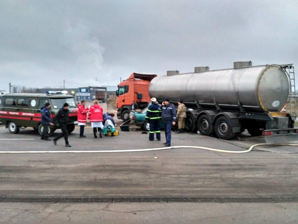 29 березня о 1330 до поліції надійшло повідомлення від оператора газової заправки у с русанів (броварський район), що невідомий на автомобілі ваз 21099 заправив повний бак паливом та