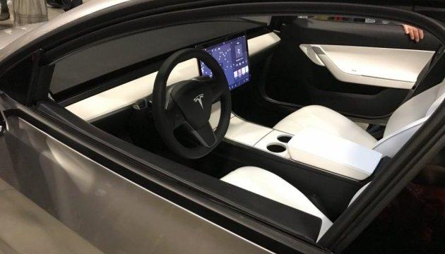 У Сан-Хосе показали прототип Tesla Model 3