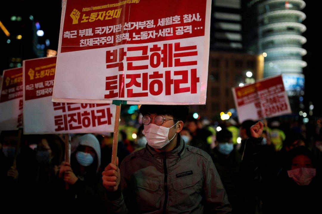 Сотні тисяч корейців знову вимагають відставки президента країни Пак Кин Хе