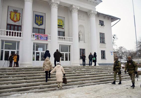 Милиция: Наизбирательном участке вНиколаевке под Славянском появился конфликт между репортерами
