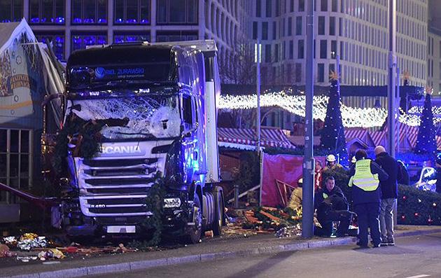 Меркель: Теракт вБерлине осуществлен человеком, просившим вГермании укрытия
