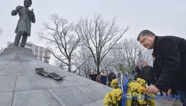 Порошенко почтил память Тараса Шевченко у его памятника в Варшаве - Цензор.НЕТ 2049