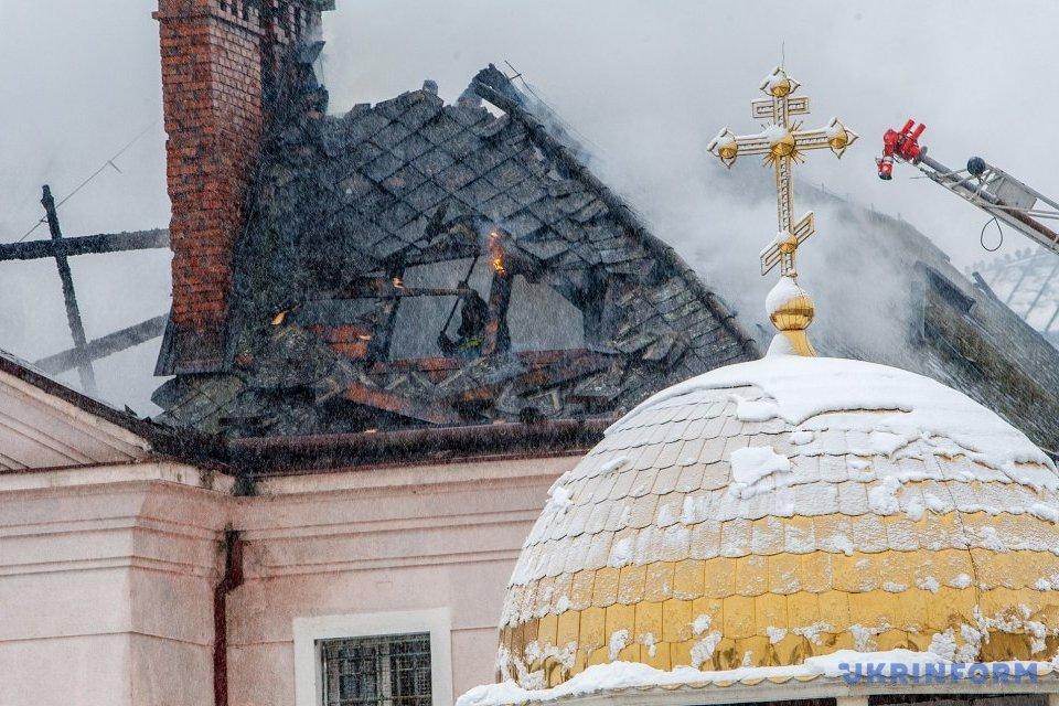 В Ужгороді горіла будівля слідчого ізолятора / Фото: Сергій Гудак, Укрінформ