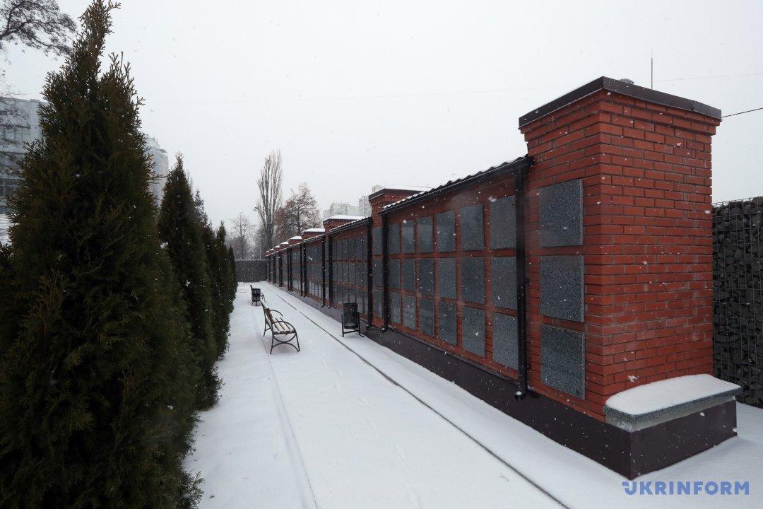 Колумбарій на території Державного історико-меморіального Лук'янівського заповідника
