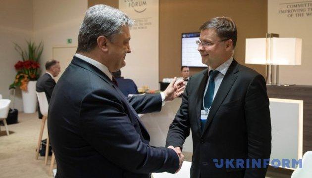 Порошенко зустрівся у Давосі з віце-президентом Єврокомісії