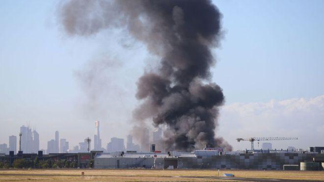 Легкий самолёт рухнул наторговый центр вАвстралии