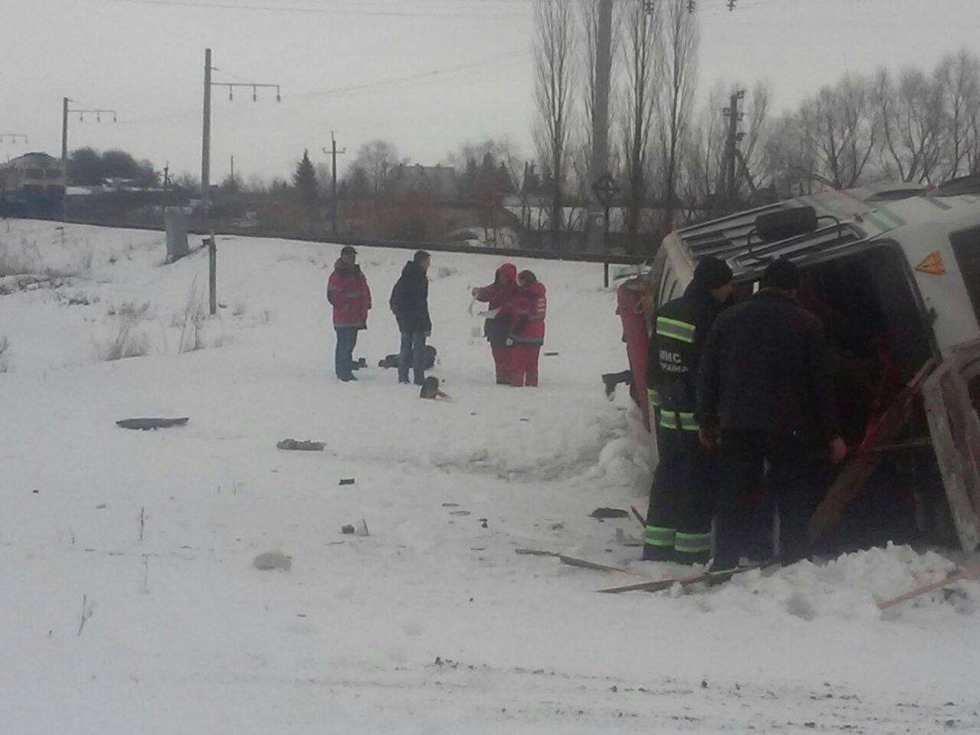 ВВинницкой области поезд протаранил автобус, есть погибший