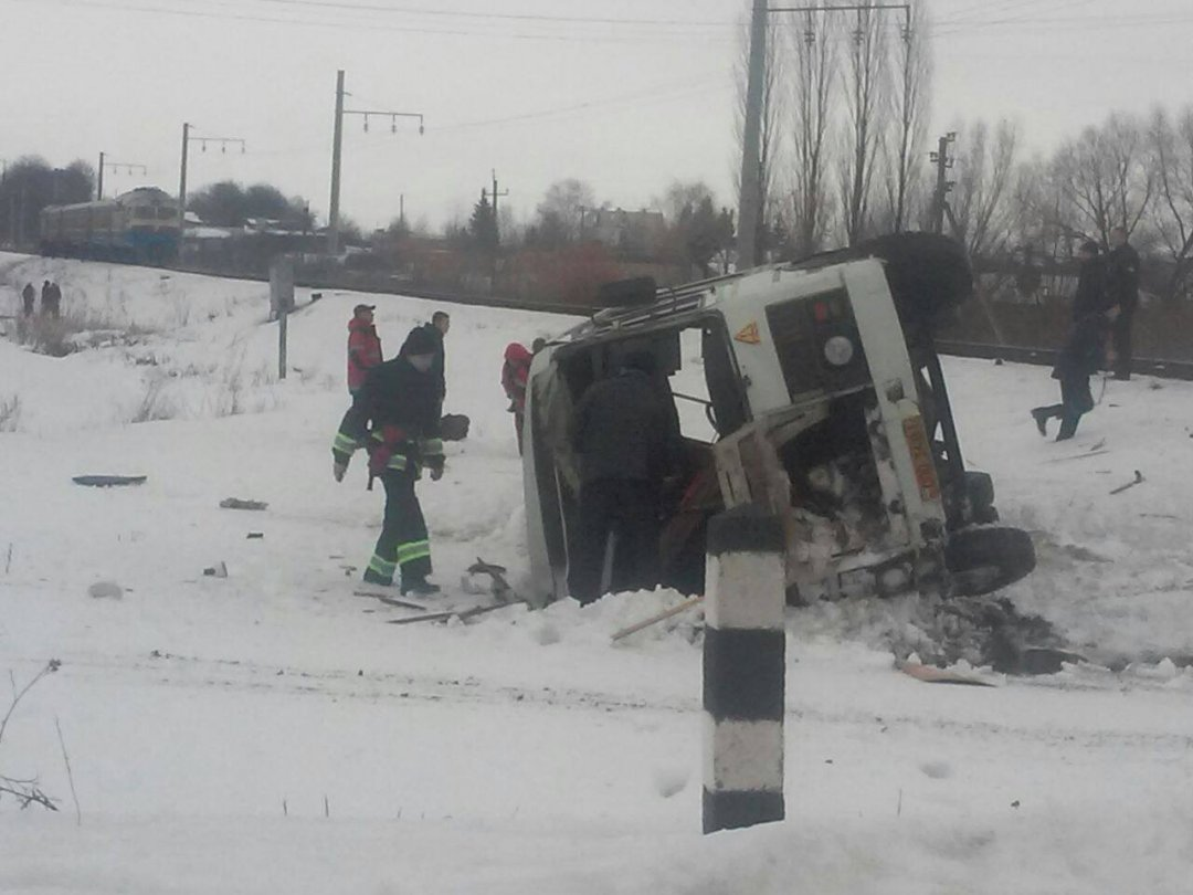НаВинничине поезд раздавил пассажирский автобус