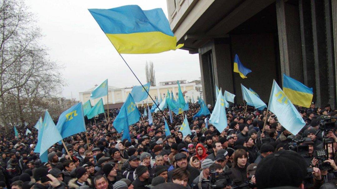 Президент Украины обещает «неоставлять без поддержки» граждан Крыма