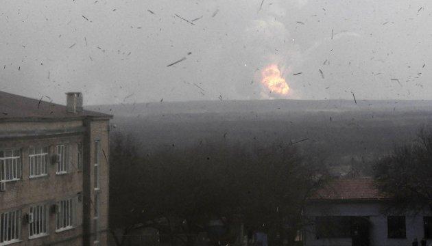 L'invasion Russe en Ukraine - Page 3 630_360_1490281277-4706-musor-v-vozduhe-i-zadymlennoe-nebo-v-gorode-balaklea-vblizi-kotorogo-nocu-proizosli-vzryvy-na-skladah-hranenia-boepripasov-foto-