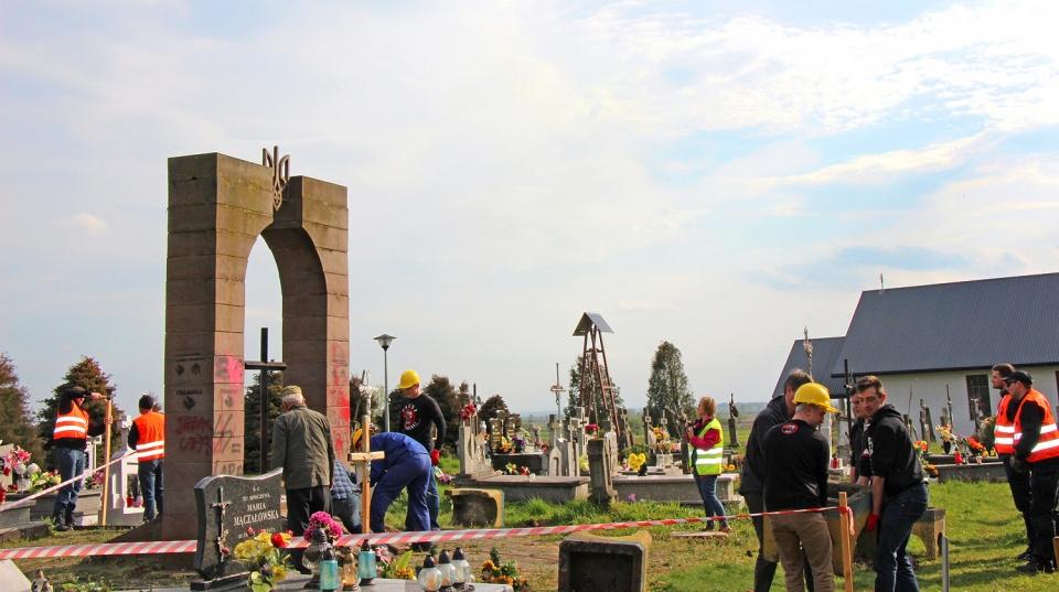 Демонтаж пам'ятника у Грушовичах: не дати себе спровокувати!