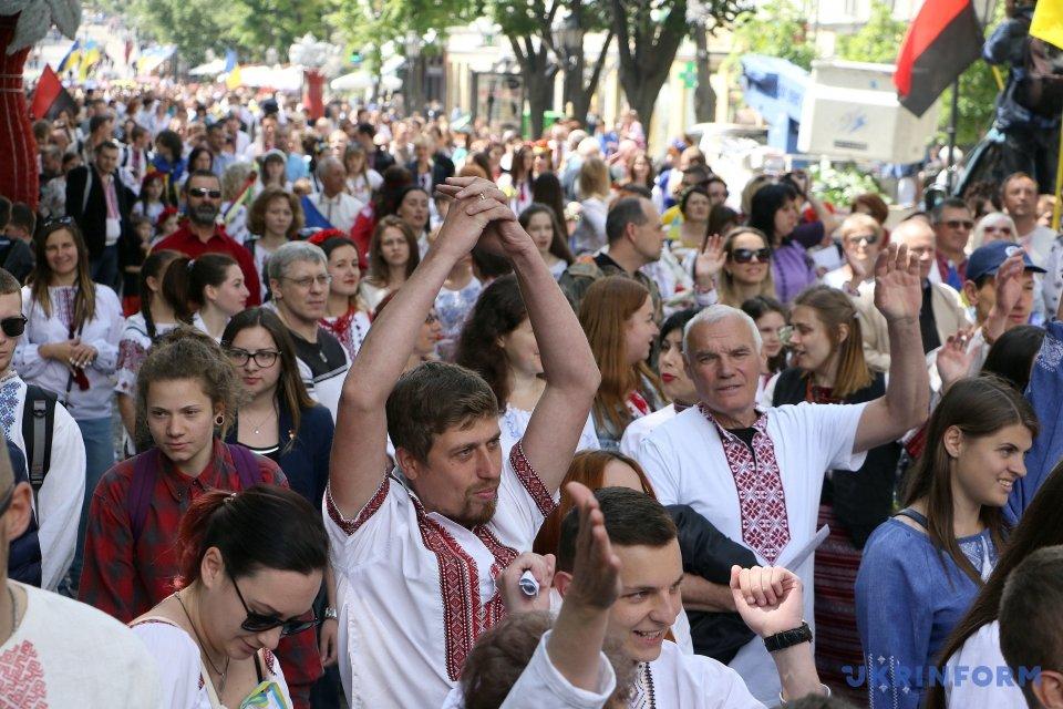 Одесские полицейские вышли наслужбу ввышиванках