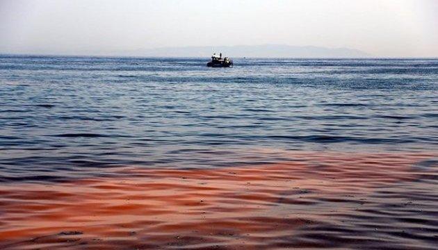У Туреччині море забарвилося в помаранчевий
