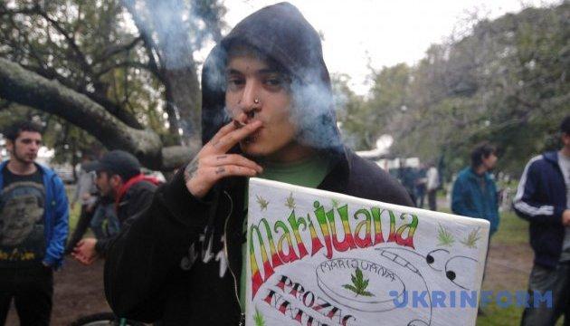 """Головний банкір Киргизії: марихуана привабить туристів """"пачками"""""""