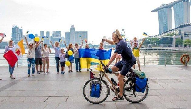 Із Одеси в Сінгапур на велосипеді: додому повернувся турист-екстремал