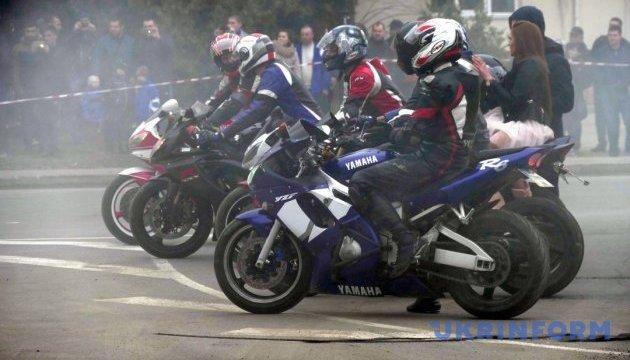 Чернігівські байкери відкрили мотосезон пробігом і стант-шоу