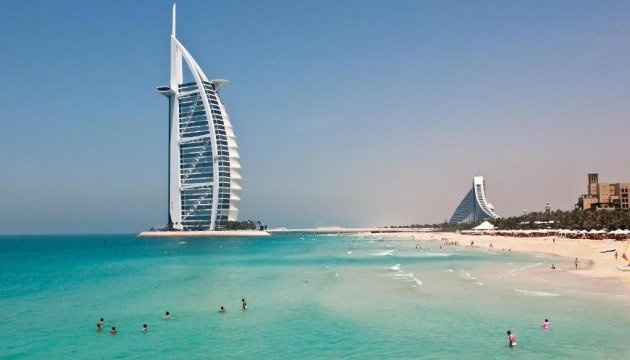 Дубайські пляжі освітлюватимуться вночі