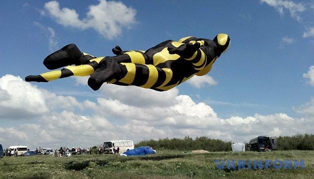 Кажете, корови не літають? Літають, ще й як!