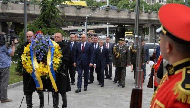 """Колючий дріт як символ окупації: Парубій відвідав """"кордон"""" між Грузією та Осетією"""