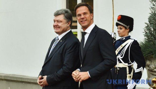 Порошенко: Єдиним фронтом відстояли Угоду про асоціацію з ЄС