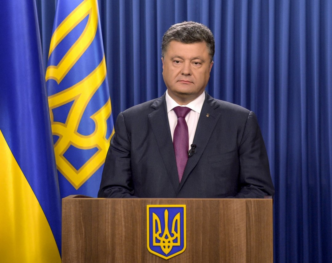 Poroshenko congratulates Macron on his party's victory