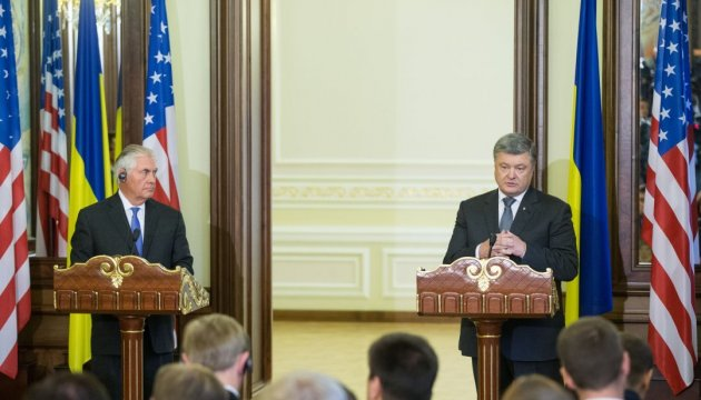 Poroshenko, Tillerson agree on algorithm for advancing Minsk process