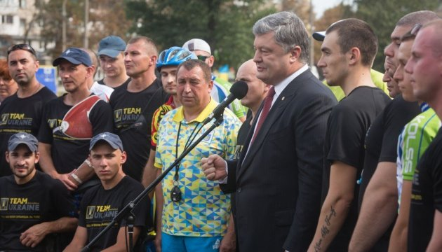 Poroshenko hopes the world to make Russia accept idea of peacekeepers in Donbas