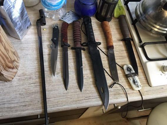 Наквартире вцентре украинской столицы обнаружили арсенал оружия