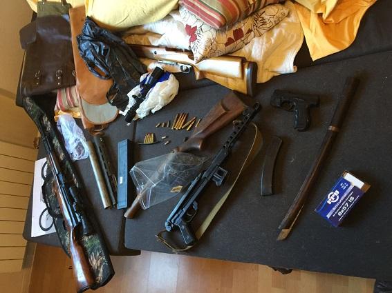 Милиция нашла укиевлянина впечатляющий арсенал оружия