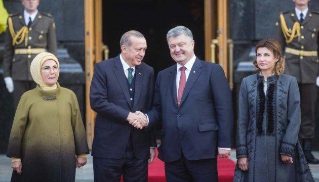 Erdogan arrives for talks with Poroshenko