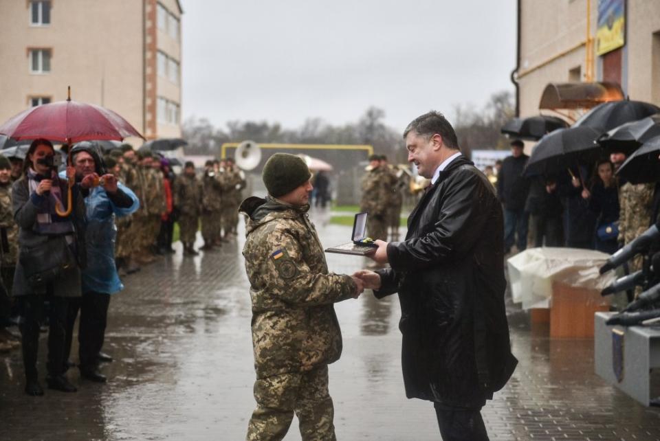 Украинские военнослужащие затри года получили неменее 5 тыс. квартир— Порошенко