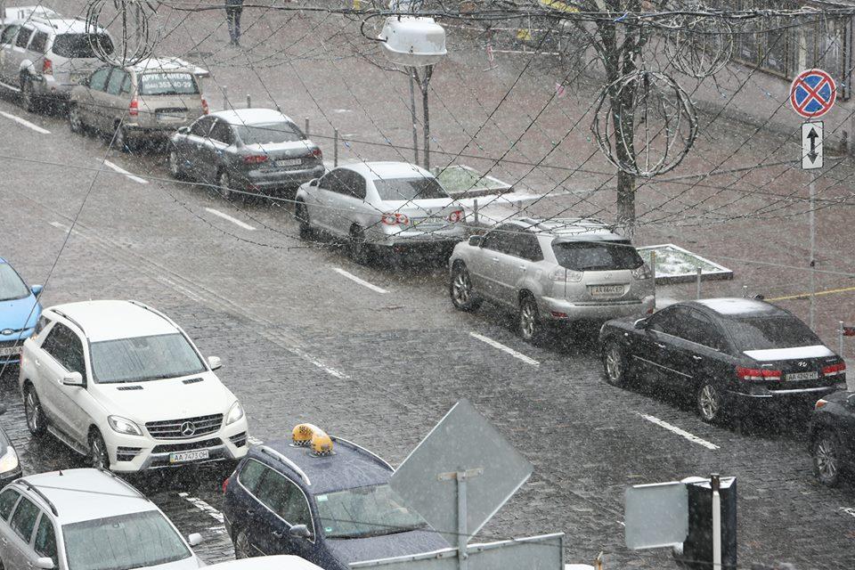 ВКиеве приняли решение запретить парковку практически на70 дорогах