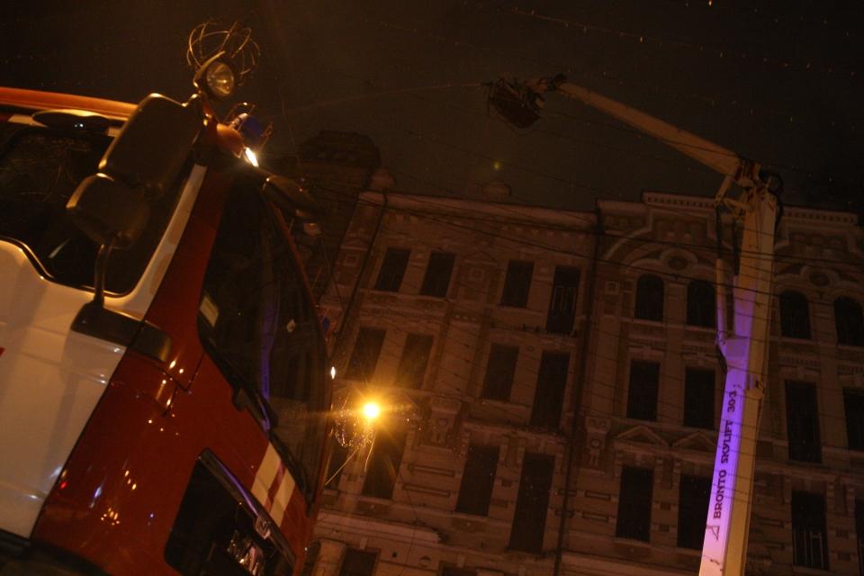 Вцентре столицы Украины наул.Богдана Хмельницкого полыхает историческое строение
