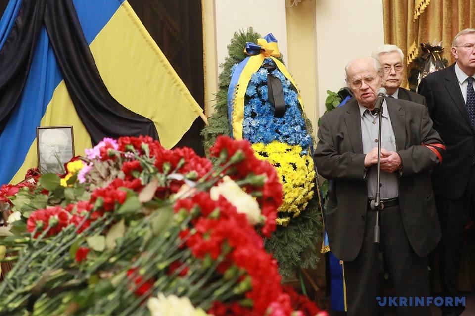 Великий державний діяч та учитель. У Києві попрощалися з філософом Мирославом Поповичем