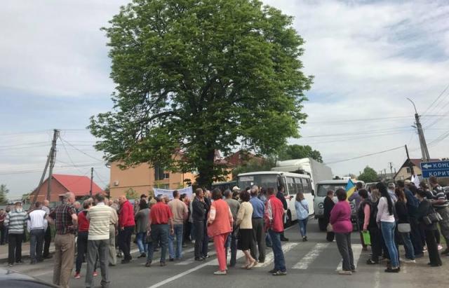 Під Ужгородом перекрили трасу Київ— Чоп протестуючи задецентралізацію