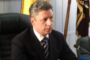 Boyko presenta documentos a la CEC para registrarse como candidato presidencial
