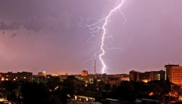 В западных и северных областях объявили штормовое предупреждение