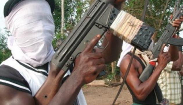 Десятки вооруженных мужчин напали на школу в Нигерии - как минимум 13 погибших