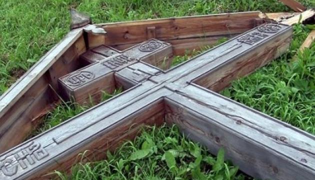На Винниччине двое подростков повредили 8 памятников на сельском кладбище